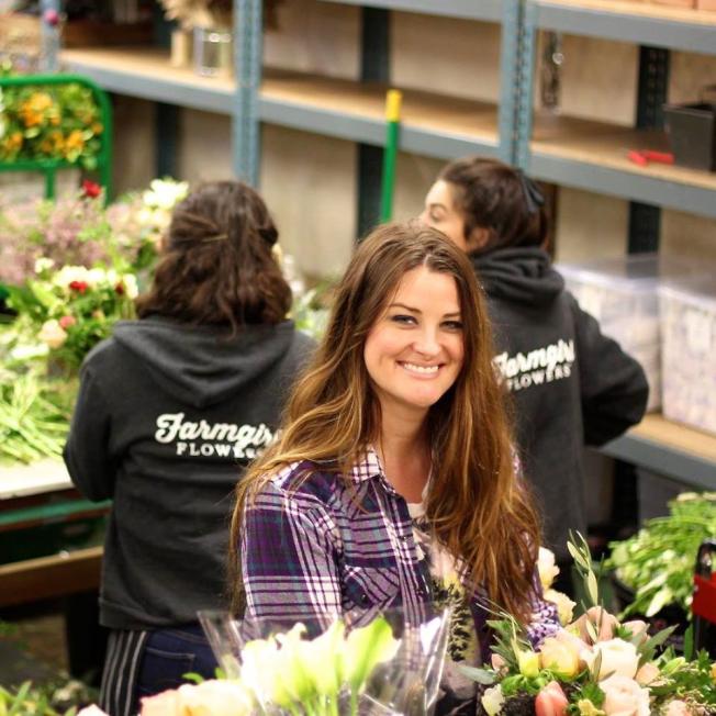 「Farmgirl Flowers」的創辦人兼執行長史坦貝 ,雖然年薪只有6萬元,但她用2%現金回饋的信用卡支付業務開支,累積的獎金算是給自己「加薪」。(取自推特)