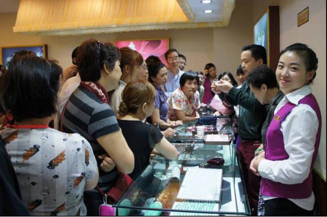 低價遊中國的目的是讓遊客購買高價商品。(本報資料照片)