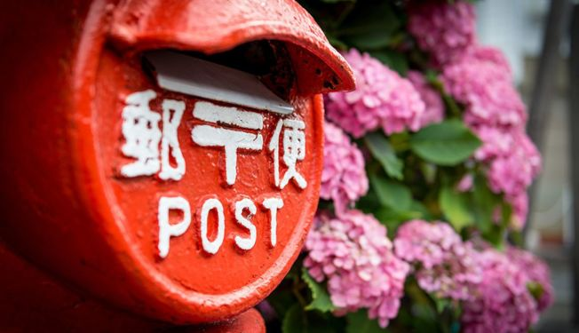 這十年來,日本年賀狀的寄送量逐年下降。(取材自樂吃購網)
