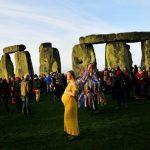英格蘭巨石陣冬至日出奇景 吸引大批人潮目睹