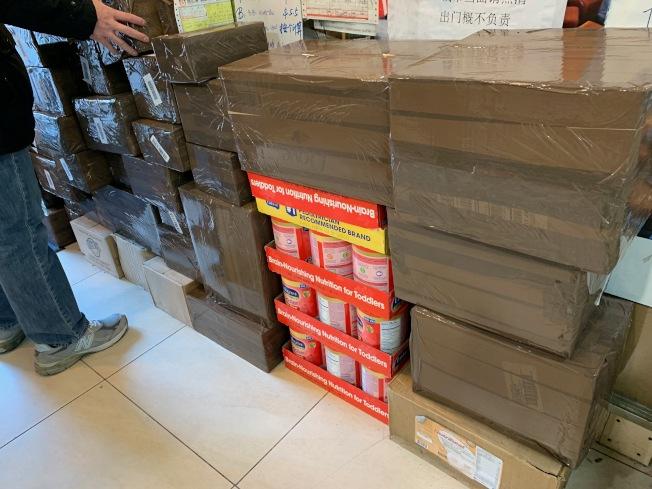 為趕上節日送禮,快遞業者表示貨物皆須在月底前發出。(記者賴蕙榆/攝影)