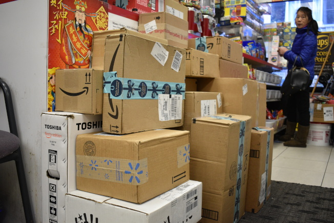 年底快遞包裹多,但不少業者表示大環境的變化和新規的推出,讓生意難做。(記者顏嘉瑩/攝影)