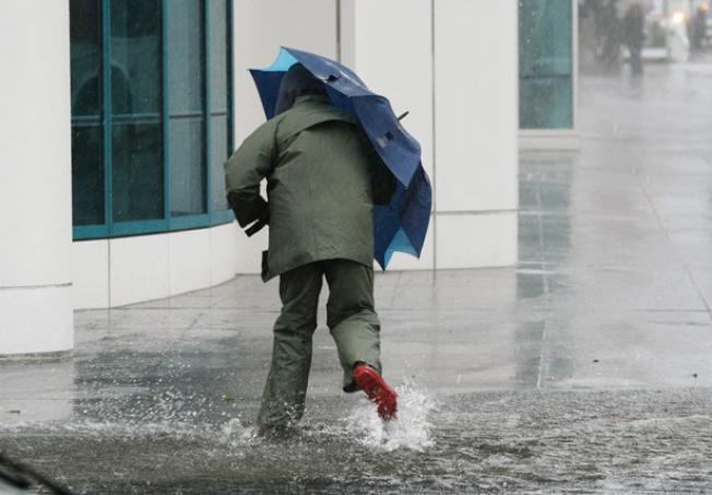 灣區各地在耶誕夜當天降下大雨。(Getty Images)