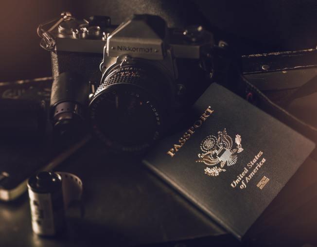 個人欠聯邦稅超過5萬1000元,護照可能失效。(Pexels)