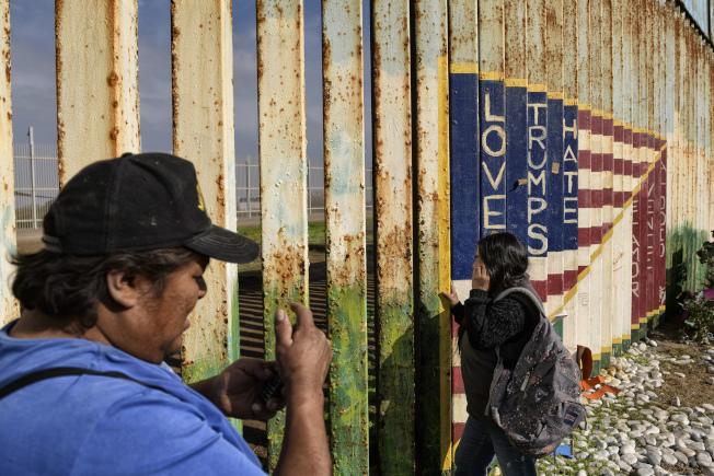 遭到美國海關及邊境保護局扣押的一名八歲瓜地馬拉無證移民男童,25日凌晨在新墨西哥州醫院死亡。(美聯社)