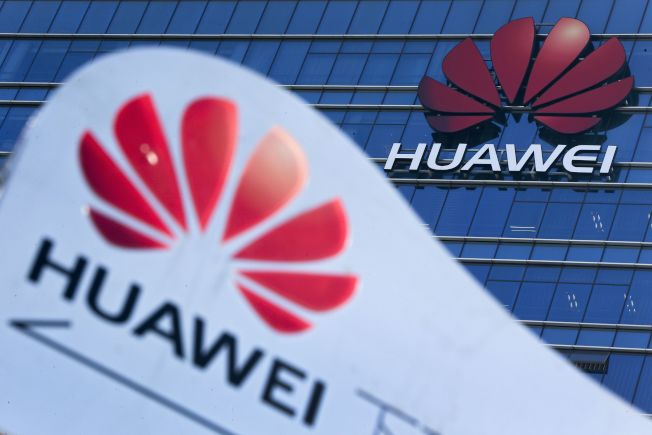 川普考慮在新年發布一道行政命令,藉宣布國家緊急狀況,禁止美國企業使用中國華為和中興通訊生產的電信設備。美聯社