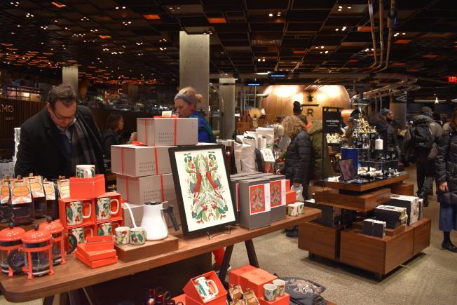 耶誕節期間銷售的節日商品。(記者顏嘉瑩/攝影)