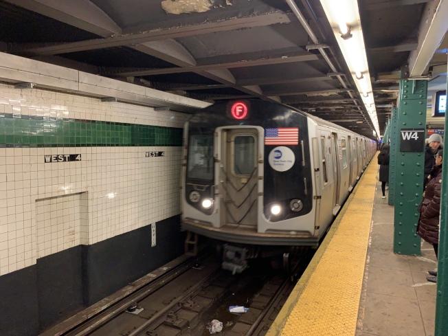 紐約部分地鐵線路將於周末改變。(本報檔案照片)