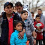 拘留中心爆滿 ICE本周在邊境城市釋放上千無證客