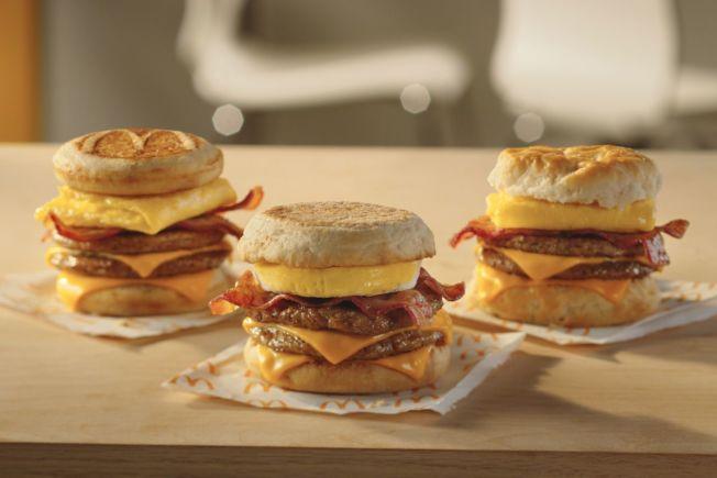 美國麥當勞11月起推出「三層早餐三明治」。取材自麥當勞