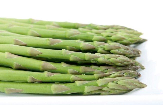 益生元(一種無法在胃中消化的可發酵纖維)為體內的有益細菌提供食物,它們有許多不同的形式,但是最好的選擇是蘆筍等抗炎蔬菜。 資料來源/美國《預防》雜誌