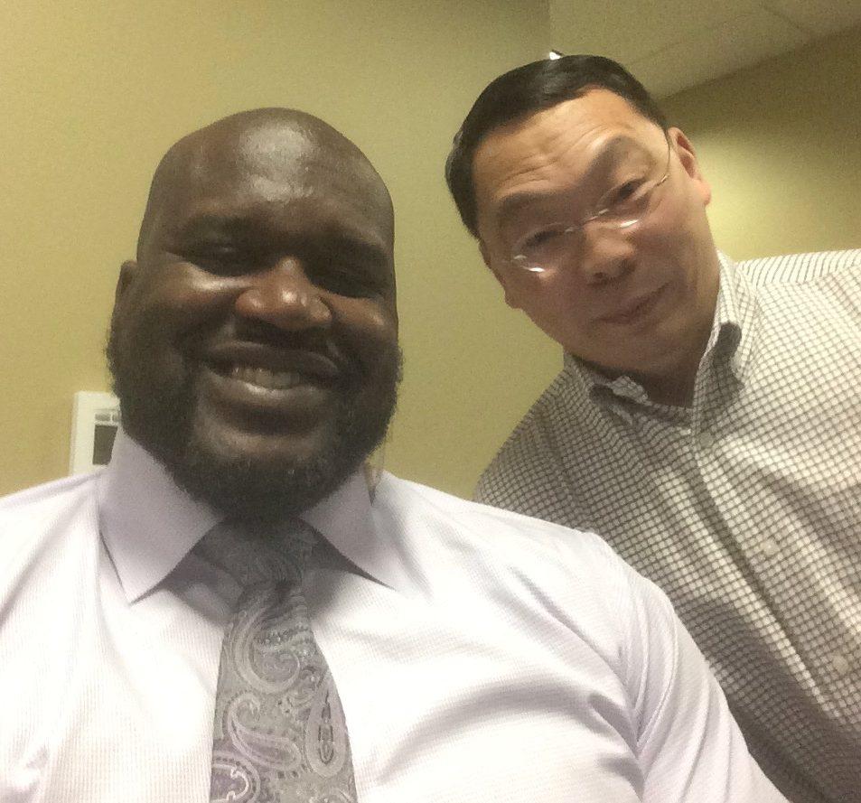 華裔科學家王琳(右)與NBA超級巨星「俠客歐尼爾」也是好朋友。圖/王雪麗提供