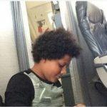 花錢買「不存在的機位」 登機後被迫坐地板