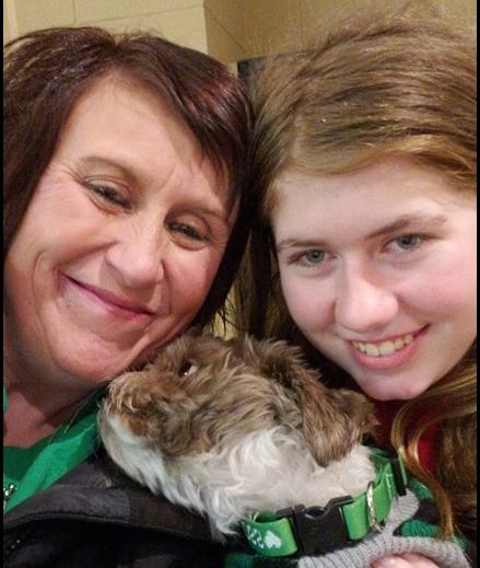 潔米‧克洛斯(Jayme Closs)遭綁架88天後脫困獲救。圖為她(右)獲救後,與aunt 的合照。(取自臉書Healing for Jayme Closs)