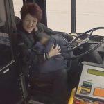 善心助人!天寒地凍救小孩 巴士司機獲獎