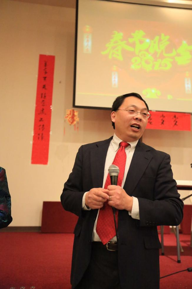 王琳在愛阿華市華人協會服務17年,熱心公益,也是眾人的開心果。(于建明提供)