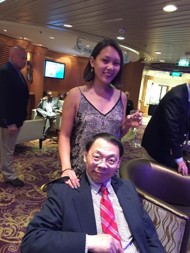 2016年,王琳(前)得知自己罹患不治之症後,與女兒王雪麗(後)進行了遊輪之旅。(王雪麗提供)