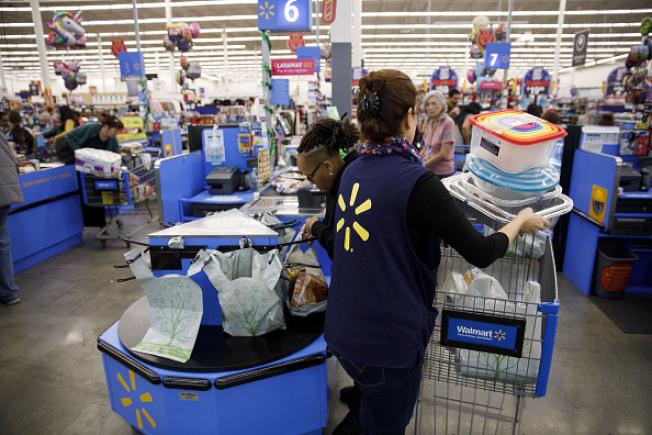 沃爾瑪退貨政策冗長複雜,要退換貨的消費者事先應看清楚。(Getty Images)
