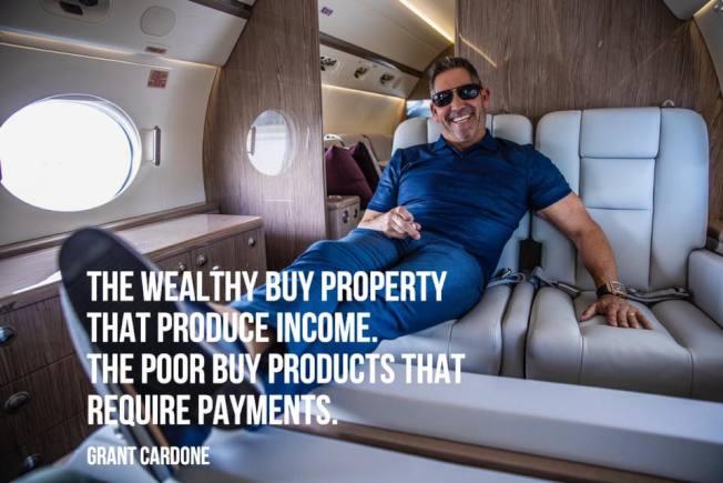 卡爾東分析富人窮人花錢習慣的不同。(取材自臉書)