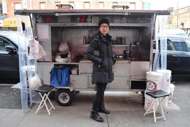 布碌崙華裔攤販黃賈雯表示,在新的一年,既要財富也要健康。(記者顏潔恩/攝影)