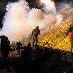 阻止非法移民越境 美國朝墨西哥發射催淚瓦斯