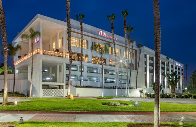 VITA餐廳位於波莫那Double Tree酒店內。(餐廳提供)