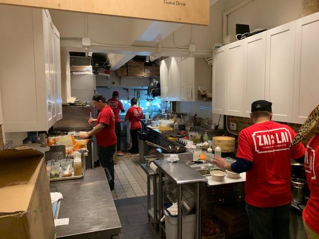 因最低工資上漲,曼哈頓哥倫布圓環「再來」台菜館2日已提高菜價。(記者和釗宇/攝影)