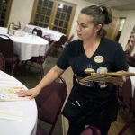 佛州最低時薪漲2.5% 增至8.46元