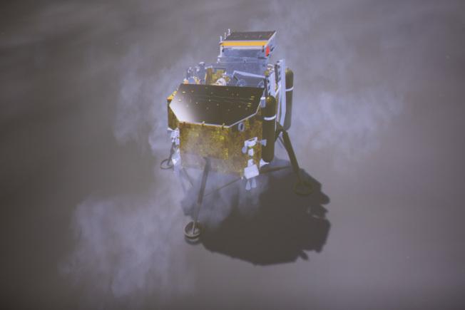 中國國家航天局說,北京時間1月3日10時26分,嫦娥四號探測器成功在月球背面的預選著陸區成功著陸,圖為3日在北京航天飛行控制中心拍攝的降落過程(示意圖)。(新華社)