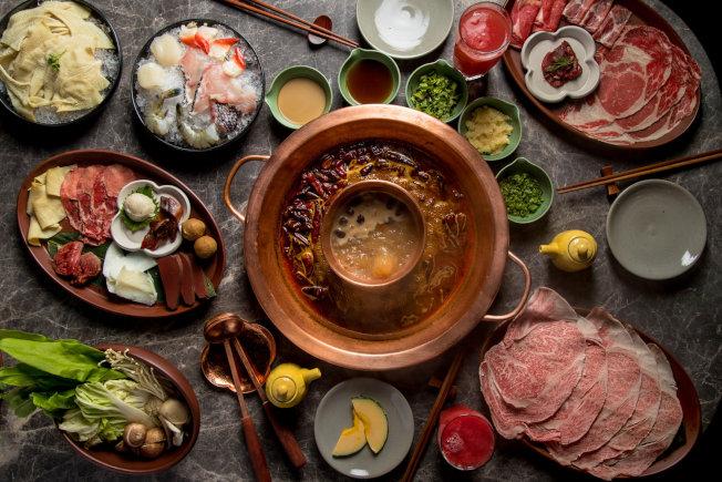 唐鍋主打四川麻辣牛油火鍋,不會因為外族裔顧客多而減輕麻辣程度。(圖:唐鍋提供)