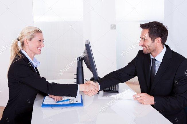 專家說,別人初次見你,必定在找尋兩大問題的答案:我可以信賴這個人嗎?這個人值得尊敬嗎?(取自推特)