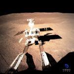 嫦娥四號登月 探測車「玉兔二號」月球背面留首行腳印