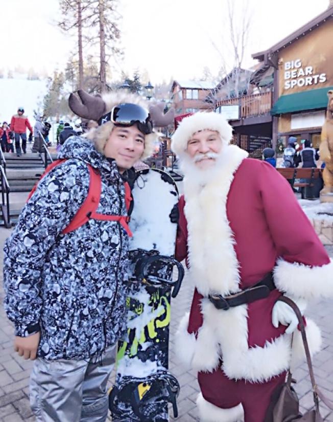 钻石吧滑雪好手王恬和家人一起上山滑雪,运动过节两不误。(王恬提供)
