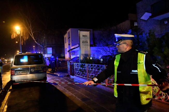 波蘭北部柯斯沙林市一間密室逃脫體驗的房間4日起火,造成5名女性死亡和一名男性重傷。警方封鎖現場調查。(歐新社)