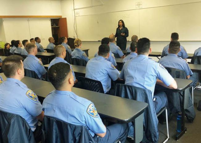 警察學校講話(照片由市長辦公室提供)