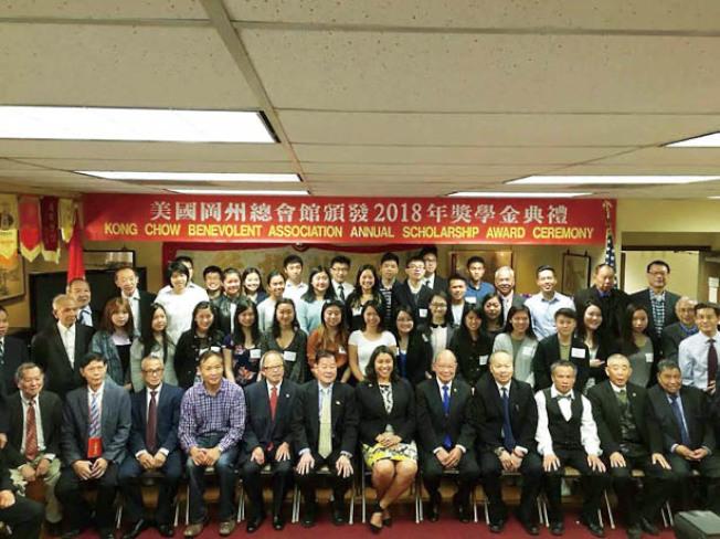 訪岡州總會館(照片由市長辦公室提供)