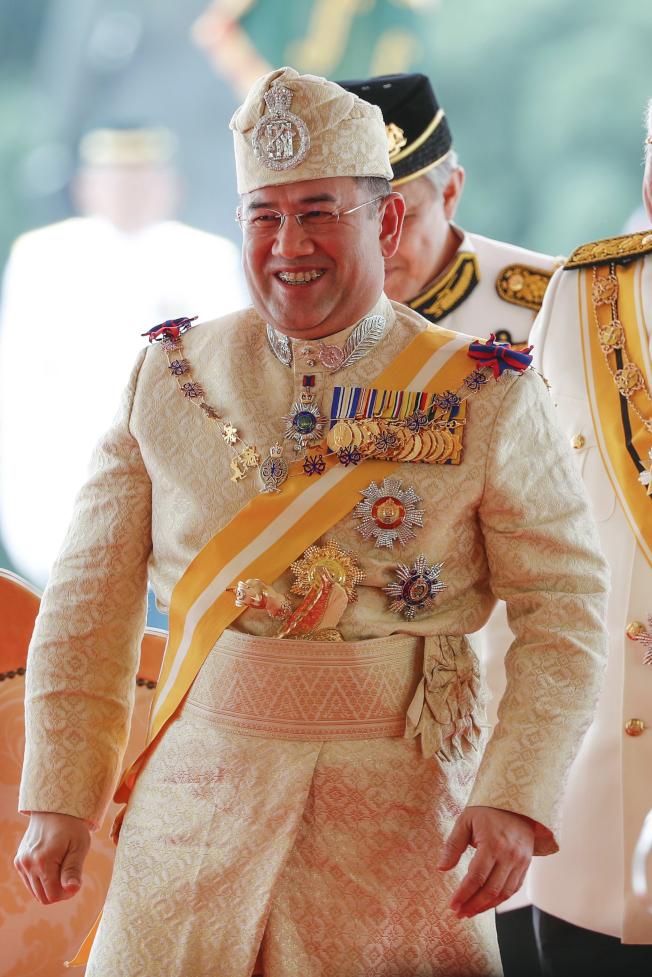 传去年底娶俄国选美皇后马来西亚苏丹突退位