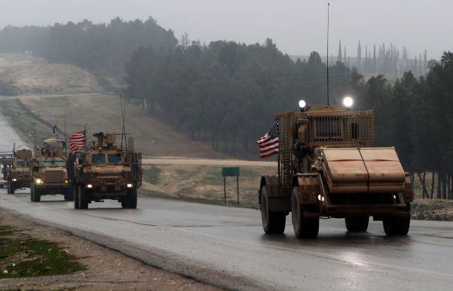 川普總統去年12月突然宣自敘利亞立即撤軍,原本奉派剿滅IS的美軍開始撤軍準備,但6日又獲得新指令,暫緩撤軍。(Getty Images)