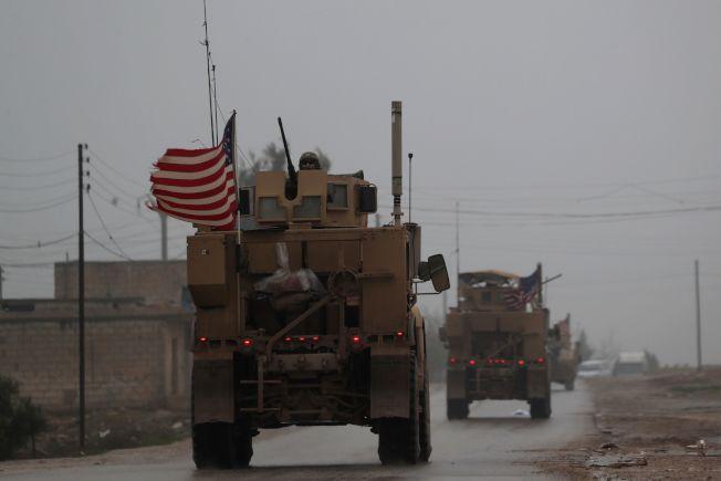 川普總統去年12月突然宣自敘利亞立即撤軍,原本奉派剿滅ISIS的美軍開始撤軍準備,但6日又獲得新指令,暫緩撤軍。(Getty Images)