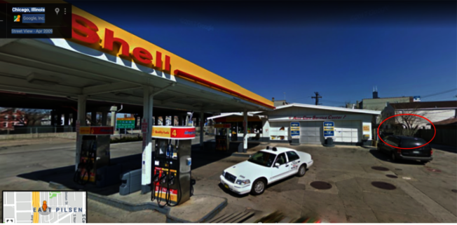 史弋宇一家五口日前在芝加哥華埠旁的加油站遭持槍搶劫。(史弋宇提供)