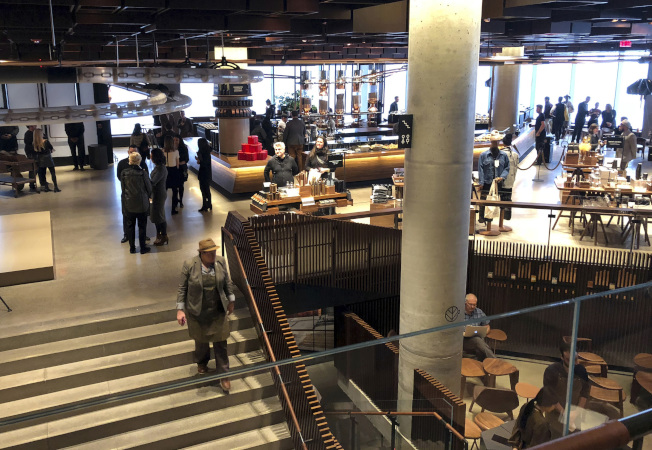 Reserve Roasteries是種大型占地2萬平方英尺的店面,設計為吸引觀光客的旅遊目的地。(美聯社)
