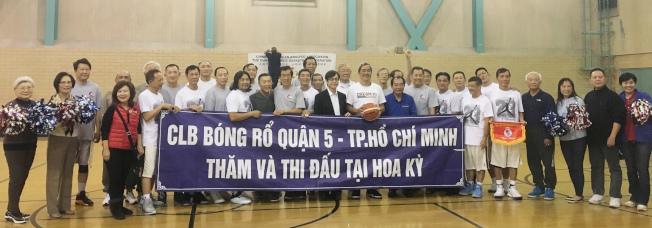 美國中華體育聯誼會日前舉辦「華僑籃球友誼比賽」,當天特別邀請首次訪洛的越南華僑籃球隊,與本地華僑籃球隊切磋球技。(記者謝雨珊╱攝影)