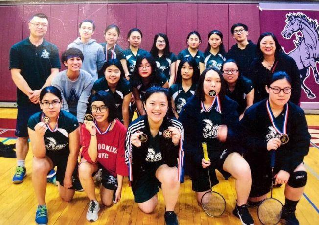 伊州第二區眾議員馬靜儀為嘉里中學女子羽毛球隊贏得城市錦標賽第二名而感到自豪。成為第二區2018年亮點。