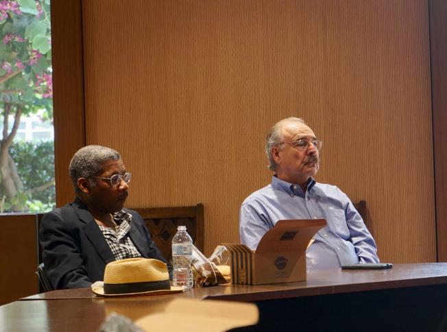 南加大安納柏格中心資深研究員Sylvester Monroe(左)與南加大政治學副教授Darry Sragow均認為,加州未來將越來越「左」。(記者陳開/攝影)