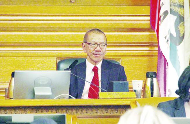 余鼎昂當選之後,坐上議長之位。(記者李晗/攝影)
