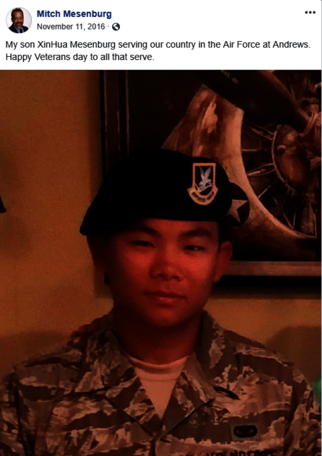 新华•梅森伯格从军让养父感到光荣,这是米契梅森伯格两年前在退伍军人节的贴文。(Mitch Mesenburg脸书)