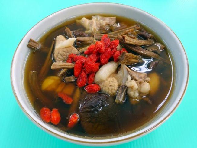 茶樹菇燉肉排。(圖:周承俊提供)