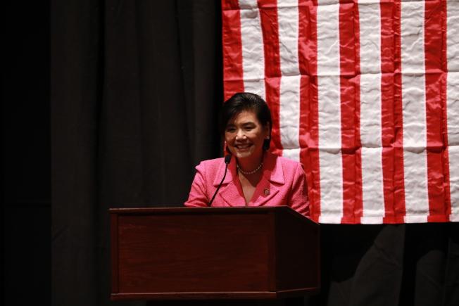 國會亞太裔黨團小組成員在國會山莊宣誓就職,加州華裔眾議員、亞太裔黨團小組主席趙美心表示,新會期將繼續為移民發聲。(記者羅曉媛/攝影)