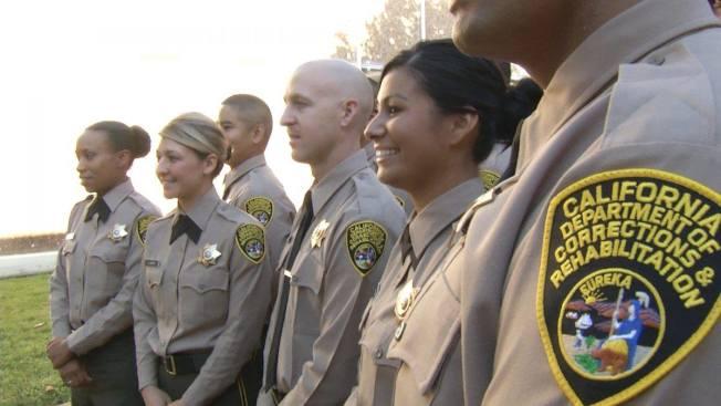 加州懲教局參與世界日報建材大展,盼與華商合作。圖為加州懲教局職員。(加州懲教局官網)