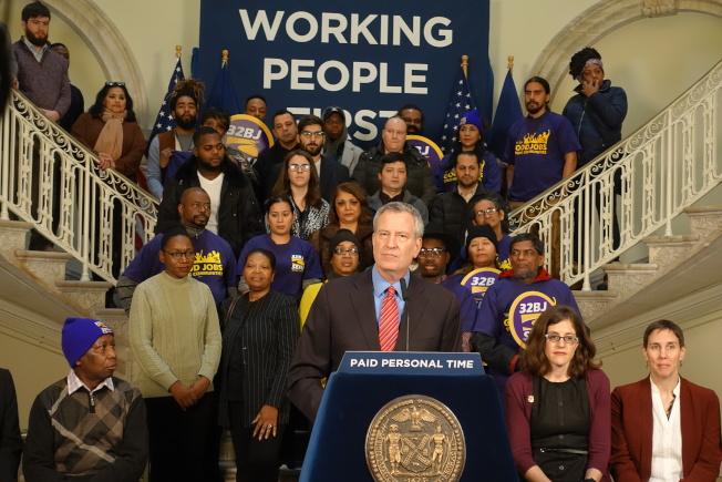 市長白思豪宣布將立法保證所有紐約員工獲得十天帶薪假。(記者金春香/攝影)